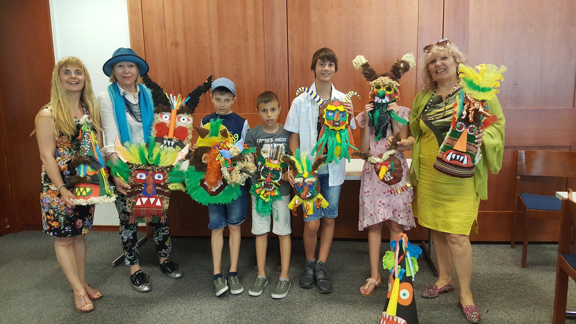 Деца представят Родината в Австрия с кукерски маски